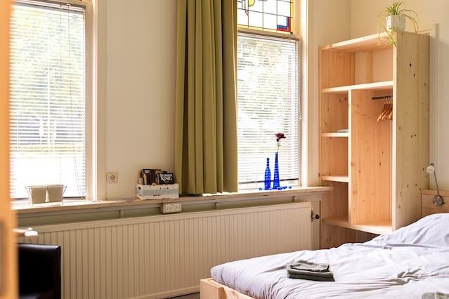 Comfortabele en moderne kamer, aan 't stadscentrum