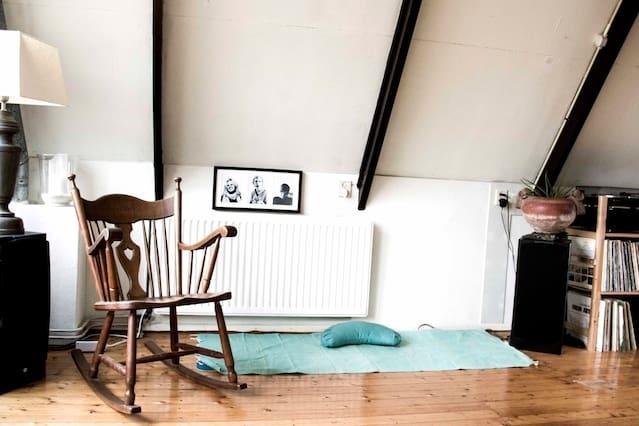 Bright and spacious apartment in artist's quarter
