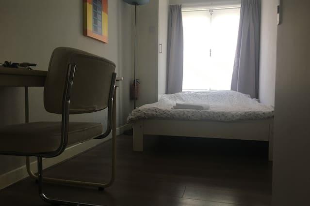 Cozy room in trendy neigbourhood