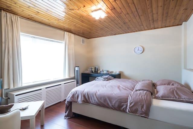 Stylish & Quiet Room(s) incl Breakfast