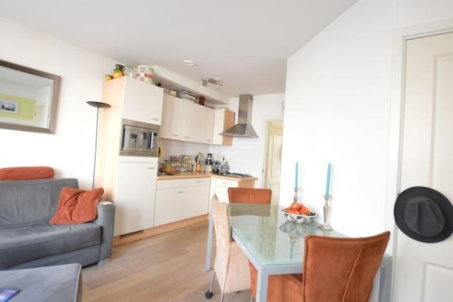 Bright & convenient apartment | Vondelpark, Market