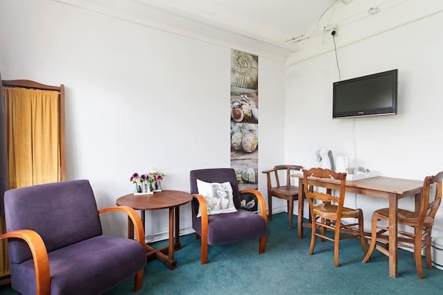 ruime kamer met luxe ontbijt