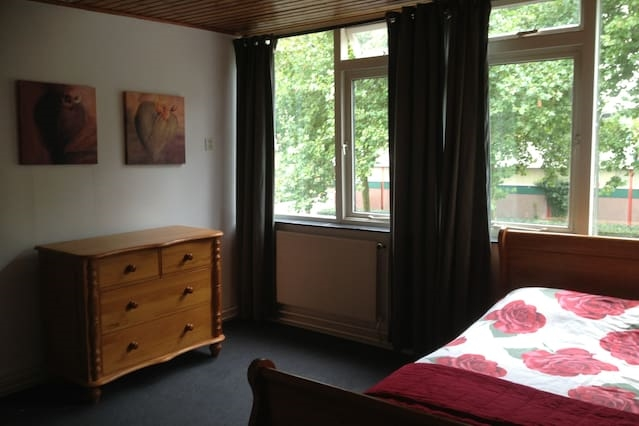 comfort-spacious furnished room