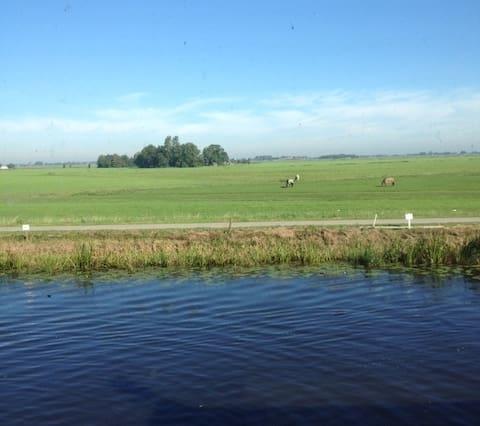 Fijn huis aan de Boarne, vlakbij de Friese meren