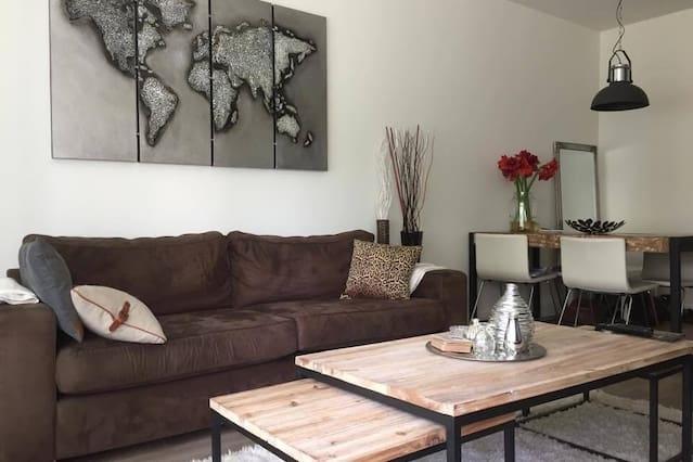 Luxurious, modern apartment near tram/metro