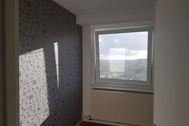 Big room for the minimalist traveller!