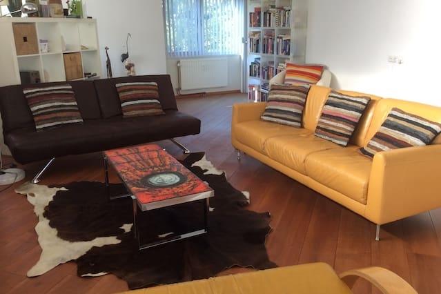 Bright room, green park, arty flat!