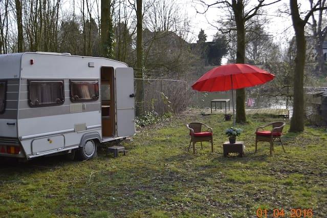 Caravan aan de Linge