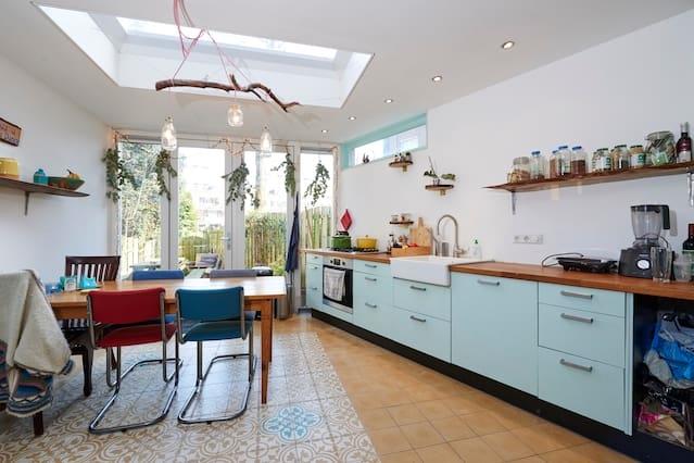Unique & Bright Ground Floor Apartment w/ Garden!