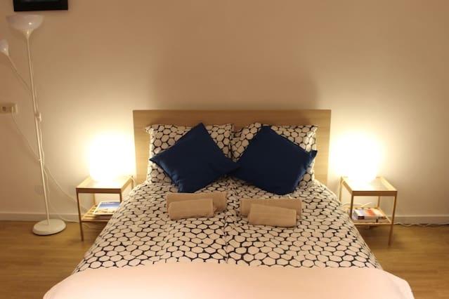 Spacious and cozy room near center