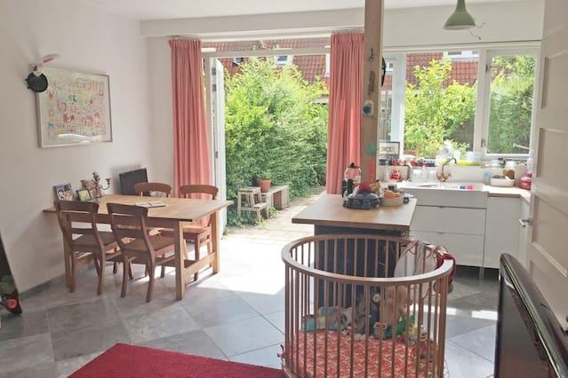 Relaxing Dutch house with green garden + 3 Bikes