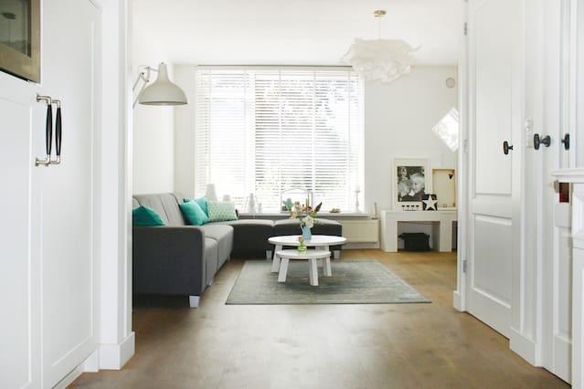 Stylish full family house + garden + free parking