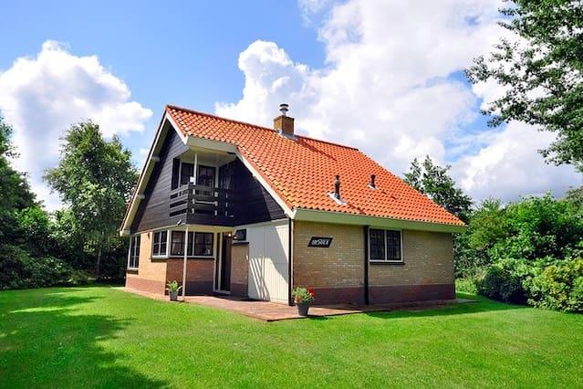 Ruim huis Insula, Midsland Terschelling