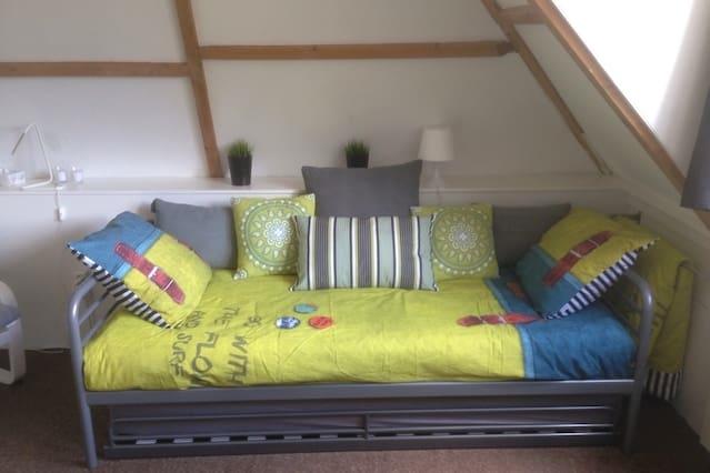 Furnished room, own kitchen, garden