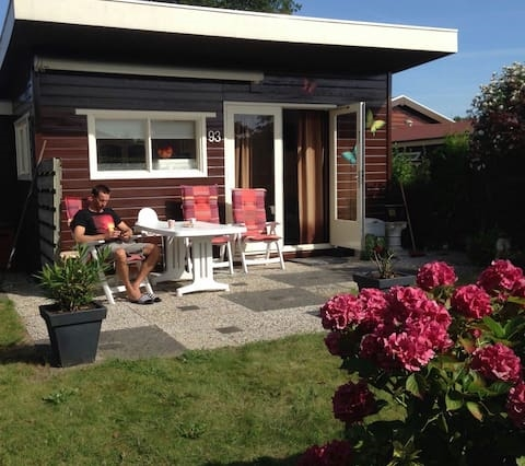 Lovely holiday house Oostvoorne 2.0