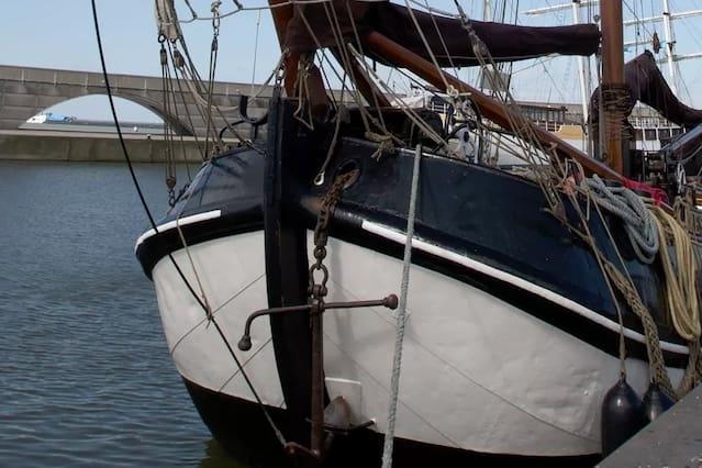 Historische Tjalk in Lelystad of een andere haven